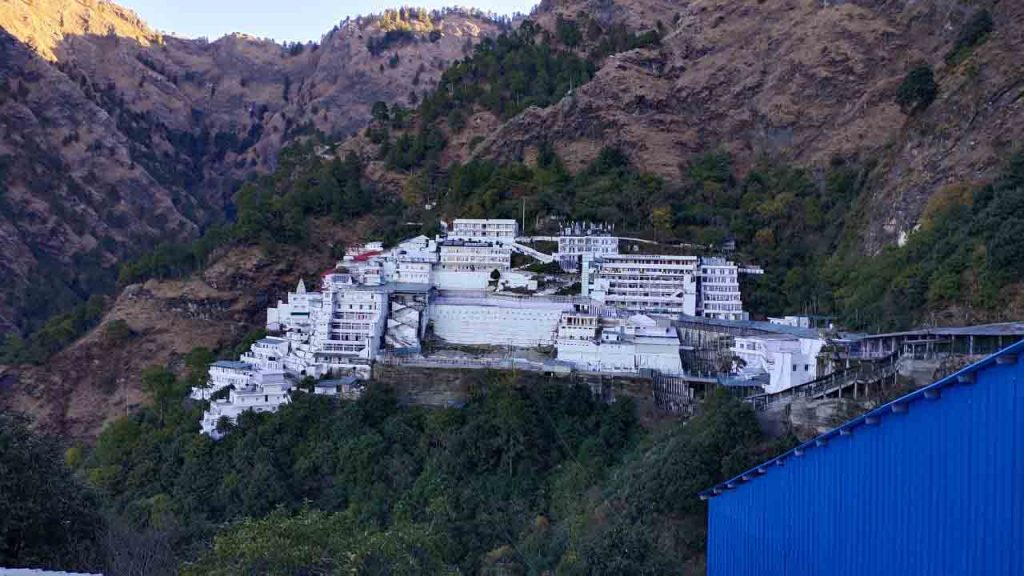 Vaishno_devi_temple_view_from_bhairon_temple